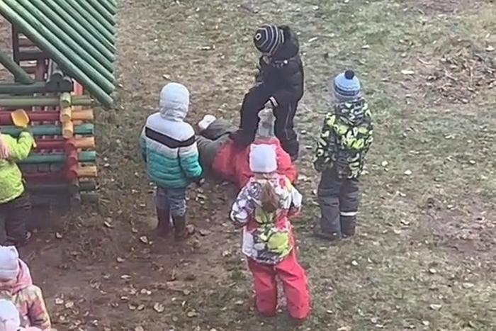 Детсадовцы избили одногруппницу в Ярославле / VSE42.RU - информационный сайт Кузбасса.