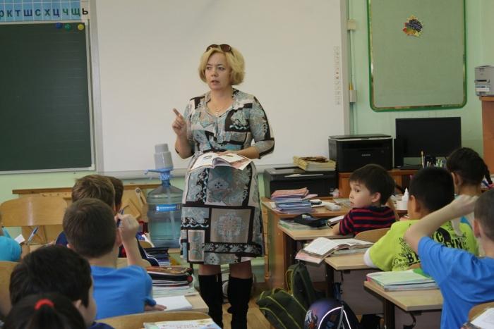 Учительница и ученик в классе