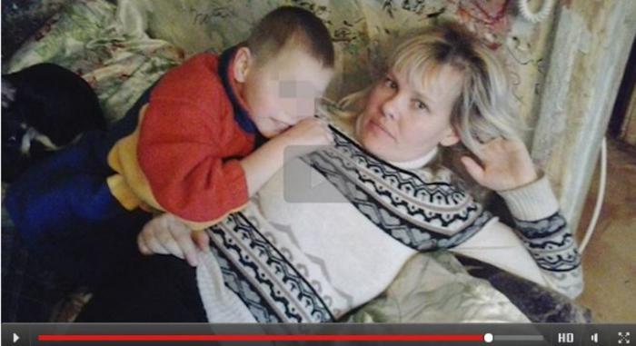 Мама спит а сын видио 0 фотография