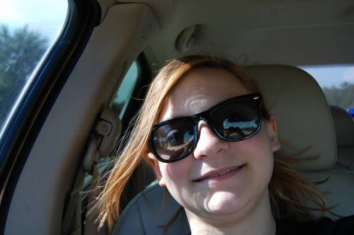Девушка сфотографировала призрака на обратном сидении своего авто