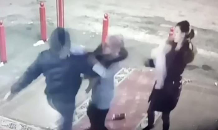 Мужчина вЯкутске побил женщину с сыном замедлительность вмагазине