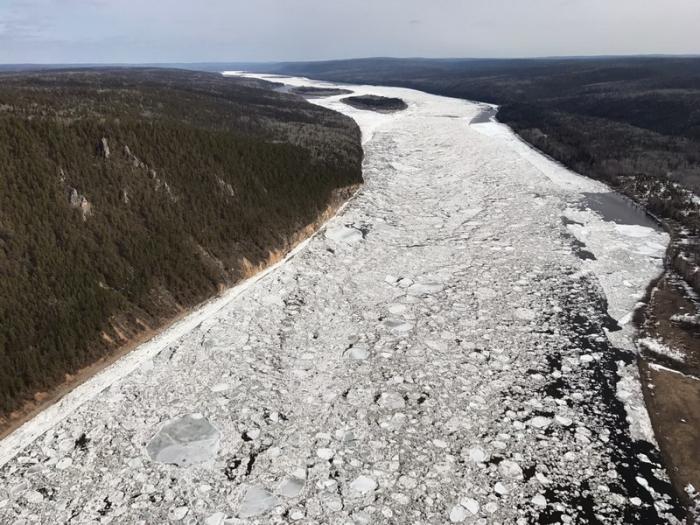 Нижняя кромка ледохода Лены— упоселка Витим Ленского района