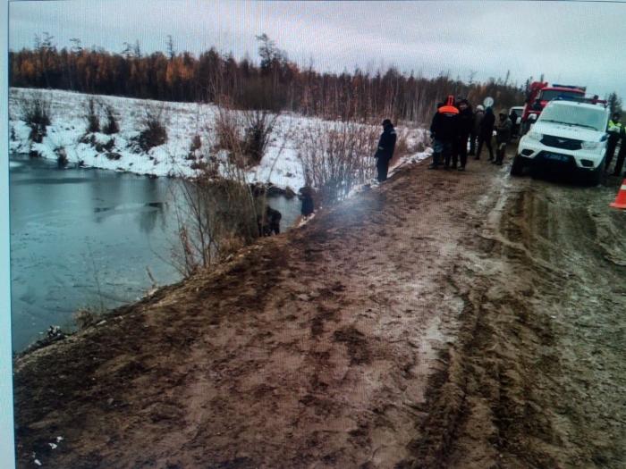 ВЯкутии автомобиль съехал вреку из-за снегопада