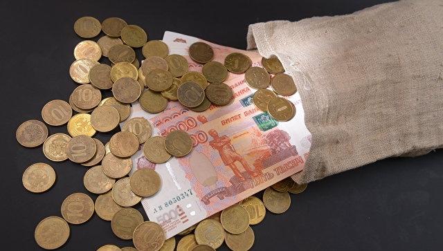 Опрос показал, какой заработок  жители России  считают порогом бедности