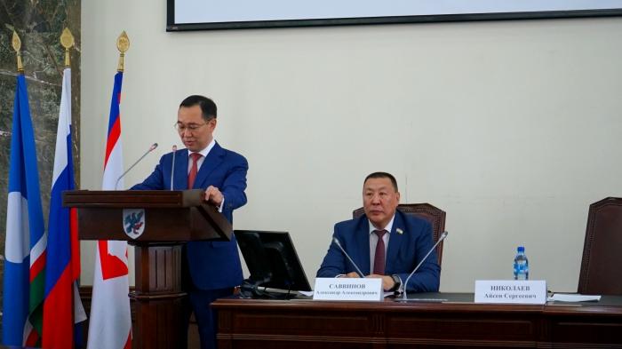 Якутская городская Дума приняла отставку главы города Якутска Айсена Николаева на внеочередной сессии