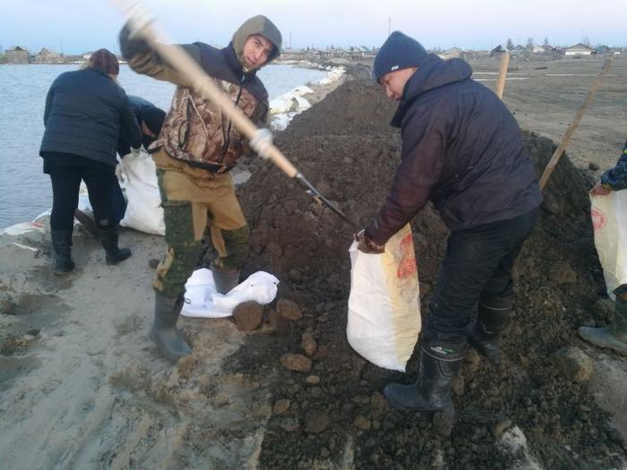 Якутское село затапливает после прорыва второй дамбы