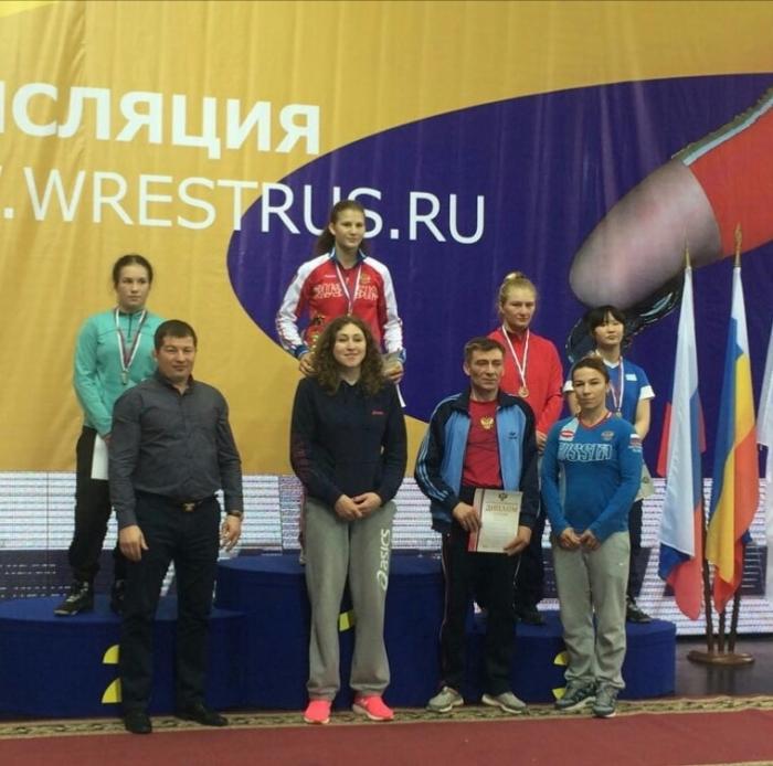 Дагестанские юниорки завоевали три медали напервенстве РФ повольной борьбе