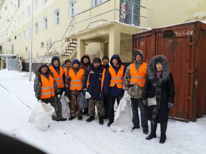 SAKHAPRESS Далеко не каждый человек, проходя по освобожденным от снега и  наледи дорожкам, задумывается о труде дворников, как долго и сложно  прочищать их от ... 37c1700d4eb