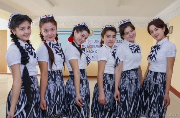 ВУзбекистане старшеклассниц массово проверяют наневинность